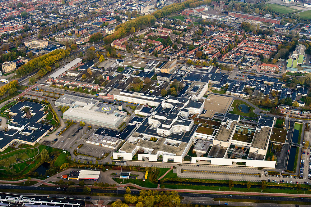 Nederland, Friesland, Joure, 04-11-2018; Medisch Centrum Leeuwarden (MCL), regionaal algemeen ziekenhuis.<br /> Medical Center Leeuwarden (MCL), general regional hospital.<br /> <br /> luchtfoto (toeslag op standaard tarieven);<br /> aerial photo (additional fee required);<br /> copyright © foto/photo Siebe Swart