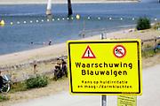 Nederland, Nijmegen, 26-7-2019 Door de lage waterstand in de Waal is de aanvoer van water voor de Nevengeul, spiegelwaal, drooggevallen. Hierdoor stroomt de spiegelwaal niet meer door en is er blauwalg ontstaan zodat het een risico is erin te zwemmen . Er is een zwemverbod ingesteld . Foto: Flip Franssen