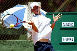 O tenista Raony Carvalho venceu Renato Silveira por 6/4 e 6/4 durante o quarto Porto Alegre Open de Tênis que está sendo realizado nas quadras de saibro da sede Alto Petrópolis do Grêmio Náutico União (GNU), em Porto Alegre. FOTO: Marcos Nagelstein/Preview.com
