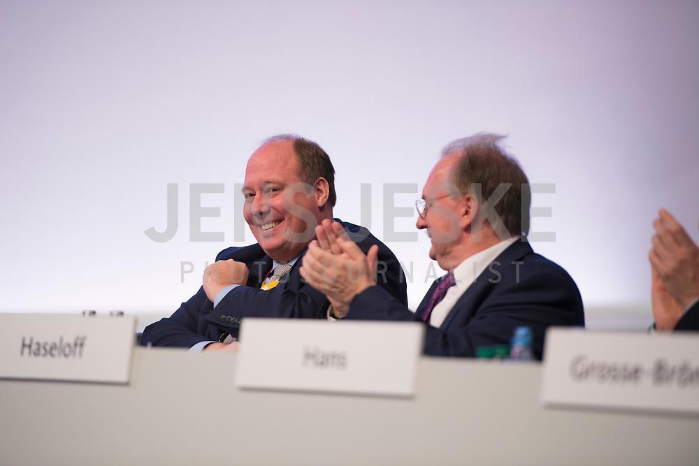 DEU, Deutschland, Germany, Leipzig, 22.11.2019: Applaus für Kanzleramtsminister Helge Braun (CDU) beim Bundesparteitag der CDU in der Messe Leipzig.