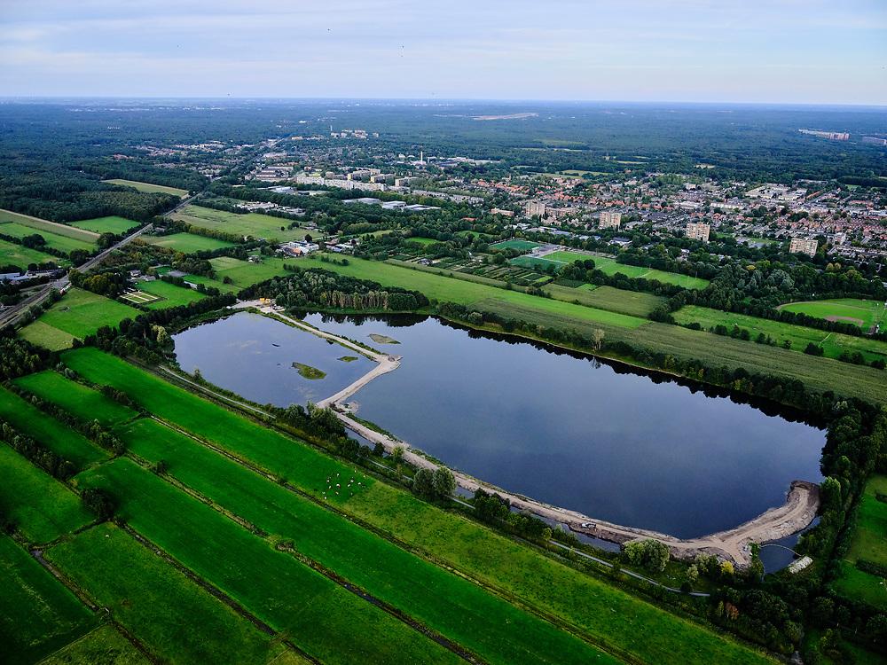 Nederland, Utrecht, Groenekan, 14-09-2019; Natuurgebied Hooge Kampsepad. Hooge Kampse Plas, voormalige zandwinput. Bebouwde kom van De Bilt in de achtergond.<br /> <br /> luchtfoto (toeslag op standard tarieven);<br /> aerial photo (additional fee required);<br /> copyright foto/photo Siebe Swart