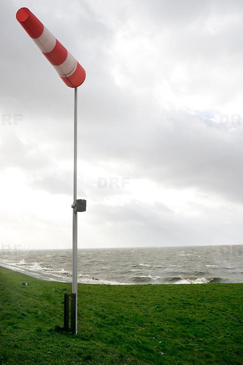 Nederland Flevoland 12 maart 2008 20080312 .Storm windvlag polder Flevoland..Foto David Rozing/