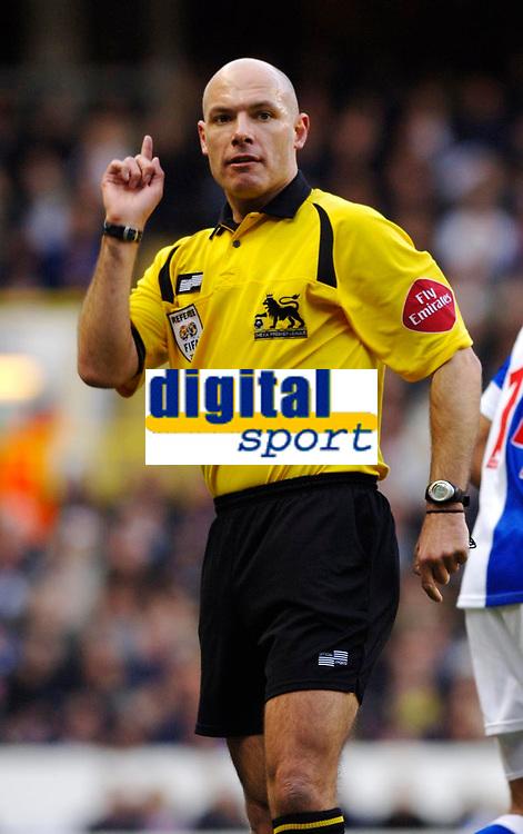 Photo: Daniel Hambury.<br />Tottenham Hotspur v Blackburn Rovers. The Barclays Premiership. 05/03/2006.<br />Referee Howard Webb.