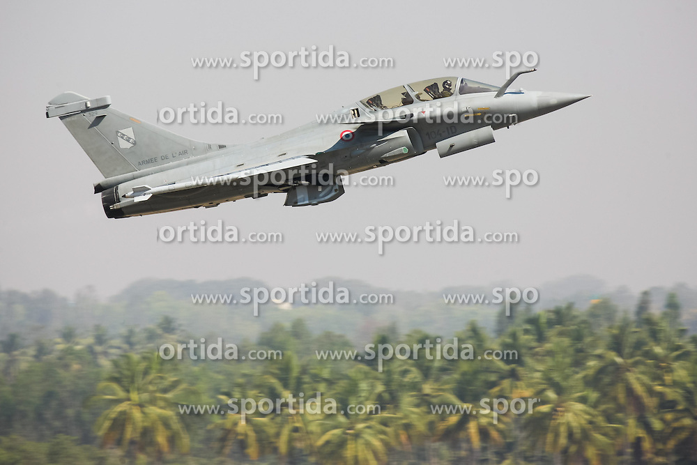 A Rafale multi-role combat aircraft from Dassault Aviation of France takes off during the Aero India 2015 in Air Force Station Yelahanka of Bangalore, India, Feb. 18, 2015. The biennial air show this year attracted dealers from 49 countries, showcasing their aero-related products in military and civilian fields. EXPA Pictures © 2015, PhotoCredit: EXPA/ Photoshot/ Zheng Huansong<br /> <br /> *****ATTENTION - for AUT, SLO, CRO, SRB, BIH, MAZ only*****