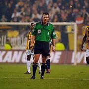 NLD/Arnhem/20051211 - Voetbal, Vitesse - Ajax, scheidsrechter Pieter Vink