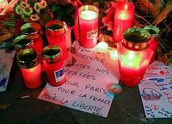 14.11.2015, Botschaft der Französischen Republik, Wien, AUT, Terroranschläge von Paris, Gedenken in Österreich, im Bild ein Brief von der Botschaft. Bei einer Serie von Terroranschlägen in Paris wurden mindestens 128 Menschen getötet. Terroristen hatten in der Nacht bei Angriffen mit Schusswaffen und Bombenanschlägen gezielt Anschläge auf Frankreich verübt // A letter in front of the embassy. French President Francois Hollande said more than 120 people died Friday night in shootings at Paris cafes, suicide bombings near France national stadium and a hostage- taking slaughter inside a concert hall, at the French embassy in Vienna, Austria, EXPA Pictures © 2015, PhotoCredit: EXPA/ Sebastian Pucher