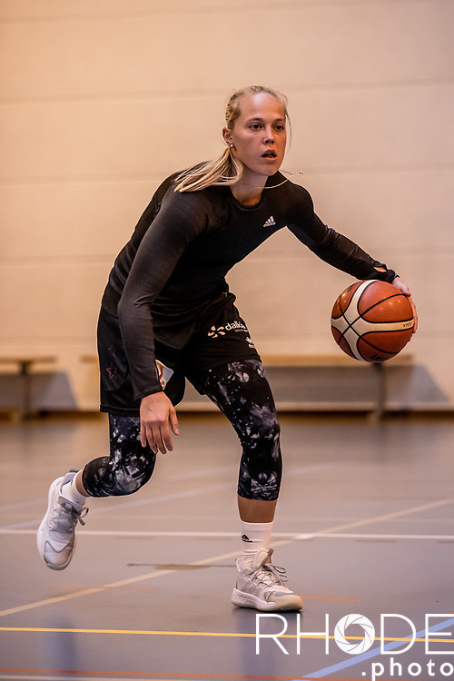 Friday  2020-12-18 : Julie Allemand - Belgian Pro Basketball Player captured during a mid-season individual training with Corodo coach Dominic Rossi.<br /> <br /> Pre Training Portrait<br /> <br /> ©RhodeVanElsen