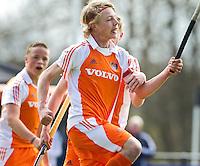 AERDENHOUT -  Morris de Vilder heeft gescoord , zaterdag tijdens de Volvo 4-Nations  op de velden van Rood-Wit, tussen Nederland Jongens B en Engeland Jongens B .  FOTO KOEN SUYK.