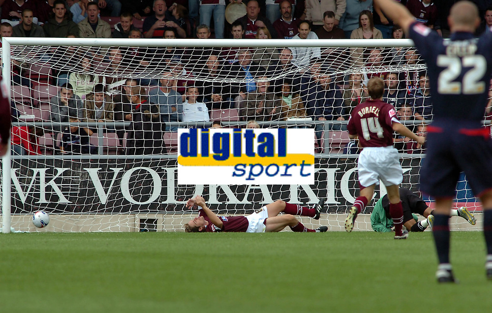 Photo: Kevin Poolman.<br />Northampton Town v Nottingham Forest. Coca Cola League 1. 12/08/2006. <br />Forest's goal which was scored by Grant Holt.