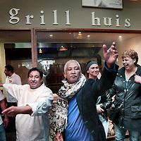 Nederland, Amsterdam  , 16 mei 2015<br /> heropening van Amore Mio, de pizzeria van Moks Louk (2e links)in het winkelcentrum Holendrecht.<br /> Moks Loukzit er al twintig jaar en heeft de verloedering overleefd.<br /> Rechts de bokser Raymond Joval.<br /> Dhr. Louka, beter bekend in de buurt als Moks, heeft als ondernemer de moed getoond om deze nieuwe zaken in Holendrecht te realiseren. De verbouwing van het bestaande restaurant en de toevoeging van 2 nieuwe horecaconcepten zijn een mooie aanvulling op de vernieuwing van Boodschappen Centrum Holendrecht.<br /> Foto:Jean-Pierre Jans