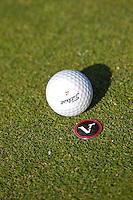 SPAARNWOUDE- marker, markeren van de bal op de green. Beoefenen van de golfsport. FOTO KOEN SUYK