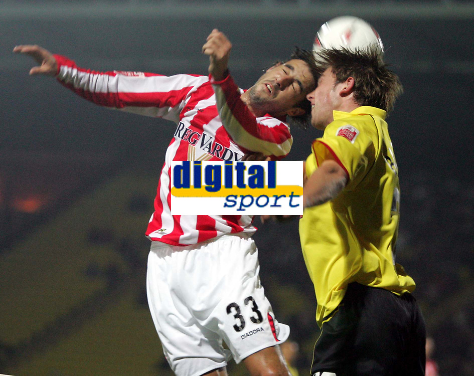 Fotball<br /> Foto: SBI/Digitalsport<br /> NORWAY ONLY<br /> <br /> Watford v Sunderland<br /> The Coca-Cola Football League Championship<br /> Vicarage Road.<br /> 19/10/2004<br /> <br /> Sunderlands' Julio Arca and Watford's Dominic Blizzard head the ball.