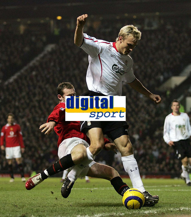 Photo: Paul Thomas.<br />Manchester United v Liverpool. The Barclays Premiership. 22/01/2006.<br /><br />Wayne Rooney tackles Liverpool's Sami Hyypia