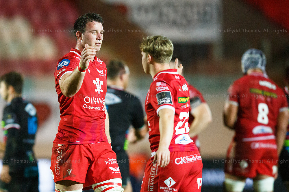 Llanelli, UK. 8 November, 2020.<br /> Scarlets replacements Ed Kennedy and Sam Costelow after the Scarlets v Zebre PRO14 Rugby Match.<br /> Credit: Gruffydd Thomas/Alamy Live News