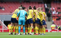 Arsenal players huddle before kick off - Mandatory by-line: Arron Gent/JMP - 28/07/2019 - FOOTBALL - Emirates Stadium - London, England - Arsenal Women v Bayern Munich Women - Emirates Cup