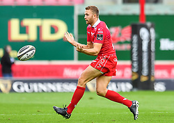 Tom Prydie of Scarlets in action during todays match<br /> <br /> Photographer Craig Thomas/Replay Images<br /> <br /> Guinness PRO14 Round 3 - Scarlets v Benetton Treviso - Saturday 15th September 2018 - Parc Y Scarlets - Llanelli<br /> <br /> World Copyright © Replay Images . All rights reserved. info@replayimages.co.uk - http://replayimages.co.uk