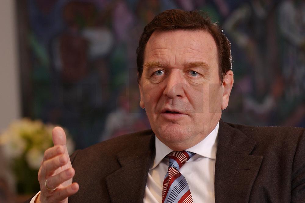 09 JAN 2002, BERLIN/GERMANY:<br /> Gerhard Schroeder, SPD, Bundeskanzler, waehrend einem Interiew, in seinem Buero, Bundeskanzleramt<br /> Gerhard Schroeder, SPD, Federal Chancellor of Germany, during an interview, in his office<br /> IMAGE: 20020109-02-011<br /> KEYWORDS: Gerhard Schröder