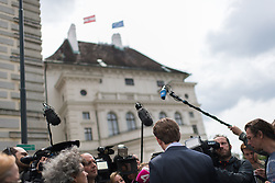 15.05.2017, Präsidentschaftskanzlei, Wien, AUT, künftiger ÖVP Parteiobmann Kurz beim Bundespräsidenten anlässlich der Regierungskrise, im Bild künftiger ÖVP-Chef Sebastian Kurz // new party leader of the austrian peoples party and foreign minister Sebastian Kurz during dialogue meeting between new party leader of the austrian people`s party and federal president of Austria at Federal Presidents Office in Vienna, Austria on 2017/05/15, EXPA Pictures © 2017, PhotoCredit: EXPA/ Michael Gruber