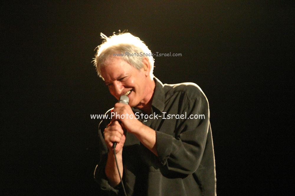 Shalom Hanoch live on Stage