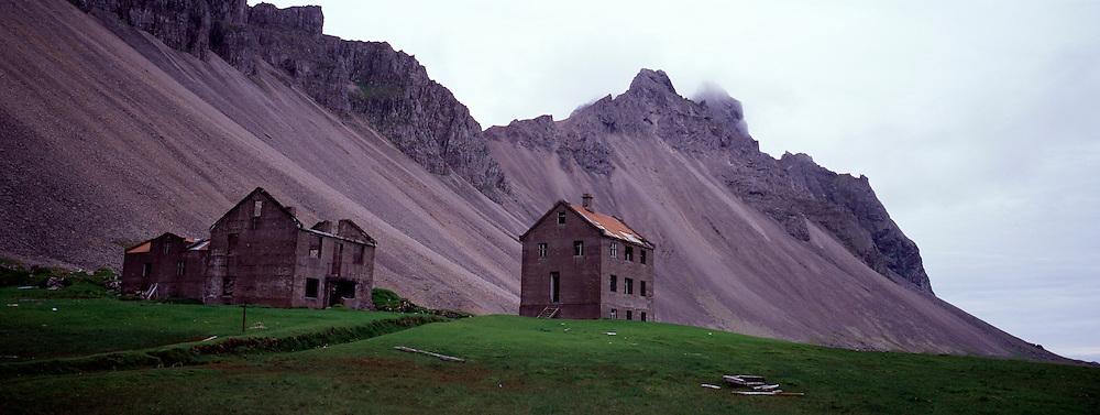 Eyðibýli við Stokksnes skammt frá Höfn í Hornafirði / Deserted farm at Stokksnes, near Hofn in Hornafjordur