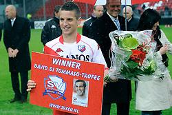 02-05-2010 VOETBAL: FC UTRECHT - VITESSE: UTRECHT<br /> FC Utrecht enVitesse hebben elkaar in de Galgenwaard op een <br /> remise gehouden 2-2 / Dries Mertens krijgt de David di Tomasso Award 2009-2010<br /> ©2009-WWW.FOTOHOOGENDOORN.NL