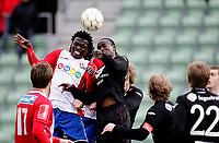 Fotball<br /> Adeccoligaen <br /> Bislett  Stadion 04.05.10<br /> Lyn - Sogndal<br /> Stanley Ihugba i duell med Aye Aye Elvis<br /> Foto: Eirik Førde