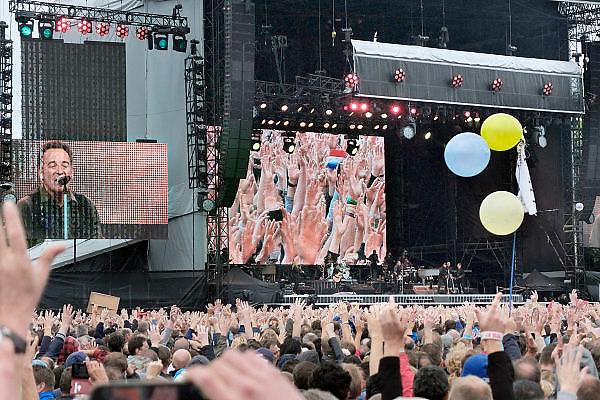 Nederland, Nijmegen, 22-6-2013Live optreden van Bruce Springsteen en de E-street band in het Goffertpark.60.000 bezoekers kwamen op dit concert af en trotseerden later de regen voor een mooi optreden.Foto: Flip Franssen/Hollandse Hoogte