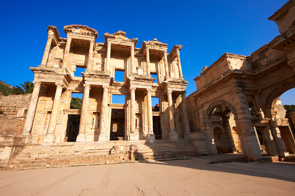 Photo & picture of The library of Celsus. Images of the Roman ruins of Ephasus, Turkey. Stock Picture & Photo art prints 2 .<br /> <br /> If you prefer to buy from our ALAMY PHOTO LIBRARY  Collection visit : https://www.alamy.com/portfolio/paul-williams-funkystock/ephesus-celsus-library-turkey.html<br /> <br /> Visit our TURKEY PHOTO COLLECTIONS for more photos to download or buy as wall art prints https://funkystock.photoshelter.com/gallery-collection/3f-Pictures-of-Turkey-Turkey-Photos-Images-Fotos/C0000U.hJWkZxAbg