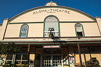The longest running cinema in the Kona area, the grand, wood-frame Aloha Theatre Cafe in Kainaliu is set along a strip of unusual shops and galleries in the upcountry village of Kainaliu.