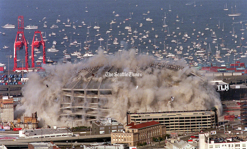 Elliott Bay is crowded with hundreds of boaters seeking a prime viewing spot for the implosion of the Kingdome on March 26, 2000.<br /> Pedro Perez / The Seattle Times