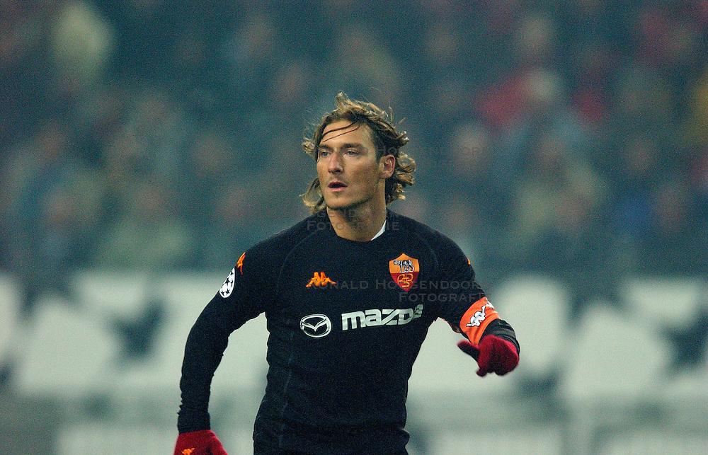 10-12-2002 VOETBAL: CHAMPIONS LEAGUE AJAX - AS ROMA: AMSTERDAM<br /> Francesco Totti<br /> ©2002-Ronald Hoogendoorn