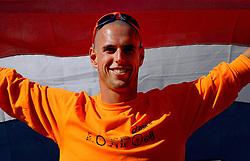 05-08-2012 WATERSPORT: OLYMPISCHE SPELEN 2012 RX-S MEDAL: WEYMOUTH<br /> Dorian van Rijsselberghe met de Nederlandse vlag. De windsurfer kan het goud bij de Olympische Spelen niet meer mislopen. <br /> ©2012-FotoHoogendoorn.nl