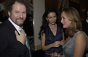 Mike Figgis, Saffron Burrows and Lucy Yeomans, David Bailey dinner hosted by Lucy Yeomans at Gordon Ramsay at Claridge's. 12 November 2001. © Copyright Photograph by Dafydd Jones 66 Stockwell Park Rd. London SW9 0DA Tel 020 7733 0108 www.dafjones.com
