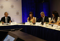 George Clooney und Ehefrau Amal mit US Pr‰sident Barack Obama bei einem Runden Tisch zum Fl¸chtlingsgipfel am Rande der UN Vollversammlung in New York<br /> <br /> / 200916<br /> <br /> *** Lebanese-British lawyer, Amal Clooney and her husband United States actor George Clooney attend a Private Sector CEO Roundtable Summit for Refugees during the United Nations 71st session of the General Debate at the United Nations General Assembly at United Nations headquarters in New York, New York; September 20th, 2016 ***