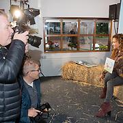 NLD/Hilversum/20181002 - Presentatie boederijboeken 2018, fotografen dromen samen om Katja Schuurman,
