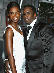© Darla Khazei/ABACA. 46310-44. New York City-NY-USA, 02/06/2003. Kim Porter and Sean Combs at The 2003 CFDA Fashion Awards at the New York Public Library.  | 46310_44