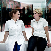 Nederland. Maastricht. 23 juni 2015.<br /> Nieuwbakken hoogleraar neurologie Karin Faber en patiente Babs Triepels vertellen over de ongeneeslijke en relatief onbekende spierziekte myotone dystrofie.
