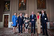 Prinses Beatrix heeft in het Koninklijk Paleis in Amsterdam 3 Zilveren Anjers uitgereikt. Dat is de prijs die prins Bernhard in 1950 in het leven riep als eerbetoon voor mensen die zich 'vrijwillig en onbetaald' inzetten voor cultuur of natuurbehoud. <br /> <br /> Princess Beatrix has awarded three Silver Carnations in the Royal Palace in Amsterdam. This is the price that Prince Bernhard in 1950 established it as a tribute to people who 'voluntarily and unpaid' work for culture or nature.<br /> <br /> op de foto / On the Photo: Prinses Beatrix poseert met de winnaars van de Zilveren Anjers, Frans Wytema, Jos de Pont (R) en Caroline van Westenholz. Geheel links Maaike Nillisen, directeur en geheel rechts Alexander Rinnooy Kan, voorzitter van het Prins Bernhard Cultuurfonds.