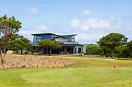 08-11-2017 Foto's genomen tijdens een persreis naar Buffalo City, een gemeente binnen de Zuid-Afrikaanse provincie Oost-Kaap. Olivewood Private Estate - Golf Club - Huisje langs de baan