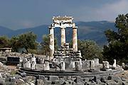 Griekenland, Delphi, 5-7-2008Gezicht op de tempel van Apollo, het orakel van Delphi.Foto: Flip Franssen