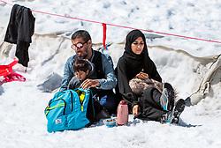 THEMENBILD - eine Arabische Familie beim Picknick im Schnee. Jedes Jahr besuchen mehrere Tausend Gäste aus dem arabischen Raum die Urlaubsregion im Salzburger Pinzgau, aufgenommen am 08. August 2016 in Kaprun, Österreich // an Arab family picnicking in the snow. Every year thousands of guests from Arab countries takes their holiday in Zell am See - Kaprun Region, Kaprun, Austria on 2016/08/08. EXPA Pictures © 2016, PhotoCredit: EXPA/ JFK