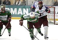Ishockey<br /> GET-Ligaen<br /> 14.02.08<br /> Askerhallen<br /> Frisk Asker Tigers - Vålerenga VIF<br /> Cameron (hvit hjelm) og Chris Abbott feirer 7-4 scoringen hos Kevin Bolibruck og får en vinge for den<br /> Foto - Kasper Wikestad