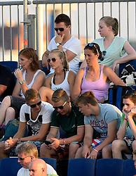 18-07-2014 NED: FIVB Grand Slam Beach Volleybal, Scheveningen<br /> Knock out fase - Support, publiek, Francien Huurman, Jettie Fokkens
