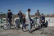 Giovani rom all'esterno del campo del quartiere periferico di Tor Sapienza. Roma 24 Febbraio 2016. Christian Mantuano / OneShot