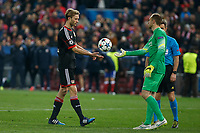 Atletico de Madrid´s Oblak and Bayer 04 Leverkusen´s Bender during penalty shootouts at the UEFA Champions League round of 16 second leg match between Atletico de Madrid and Bayer 04 Leverkusen at Vicente Calderon stadium in Madrid, Spain. March 17, 2015. (ALTERPHOTOS/Victor Blanco)