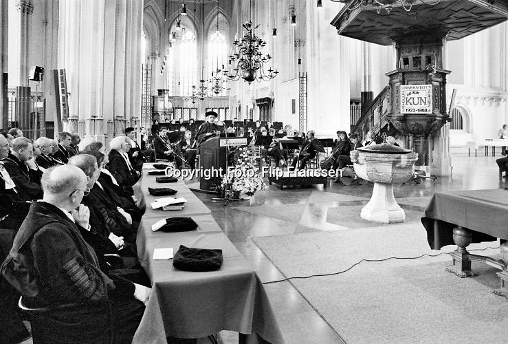 Nederland, Nijmegen 1988  Feestelijke bijeenkomst van de KUN, met oratie in de Stevenskerk.Foto: Flip Franssen