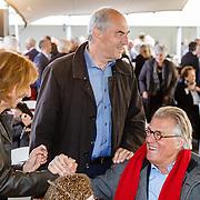 NLD/Amsterdam/20160515 - Nationaal Holocaust museum opent met schilderijen Jeroen Krabbé,, Job Cohen, partner Anjes van der Linden en Jeroen Krabbe