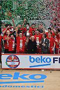 DESCRIZIONE : Milano BEKO Final Eigth 2015-16 Olimpia EA7 Emporio Armani Milano Sidigas Scandone Avellino<br /> GIOCATORE : Olimpia EA7 Emporio Armani Milano<br /> CATEGORIA : premiazione esultanza postgame<br /> SQUADRA : Olimpia EA7 Emporio Armani Milano<br /> EVENTO : BEKO Final Eight 2015-2016 GARA : Olimpia EA7 Emporio Armani Milano Sidigas Scandone Avellino <br /> DATA : 21/02/2016 <br /> SPORT : Pallacanestro <br /> AUTORE : Agenzia Ciamillo-Castoria/G.Masi<br /> Galleria : Lega Basket A 2015-2016<br /> Fotonotizia : Milano Final Eight 2015-16 Olimpia EA7 Emporio Armani Milano Sidigas Scandone Avellino