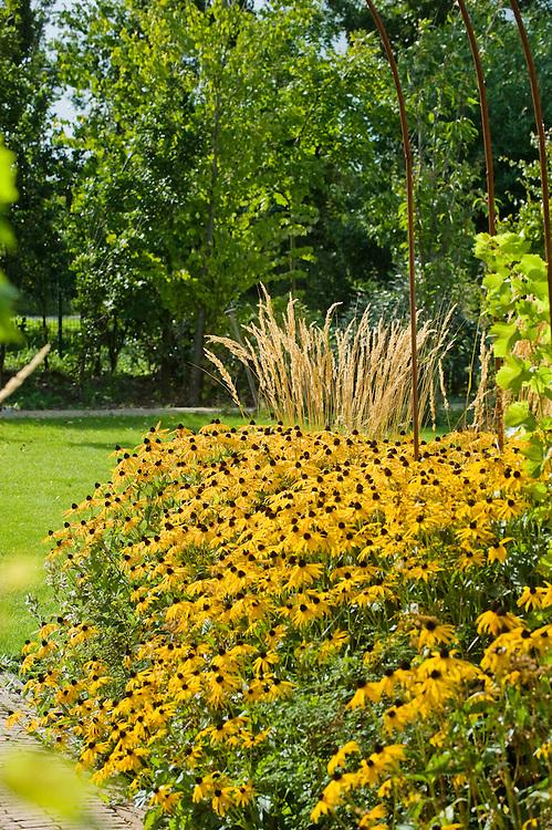 Nederland, Amersfoort, 28 aug 2009.Tuin met bloemen..Hoveniersbedrijf Groen Natuurlijk..Foto (c) Michiel Wijnbergh