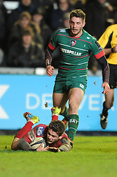 Scarlets winger, Harry Robinson scores a try - Photo mandatory by-line: Dougie Allward/JMP - Mobile: 07966 386802 - 16/01/2015 - SPORT - Rugby - Leicester - Welford Road - Leicester Tigers v Scarlets - European Rugby Champions Cup